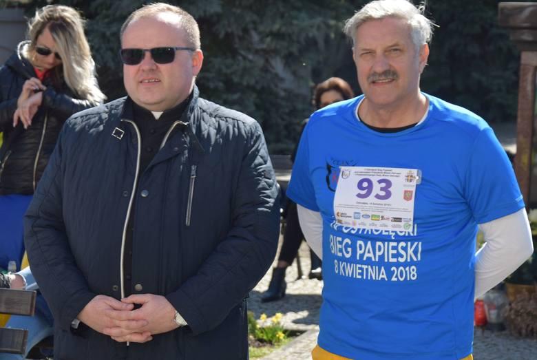 Bieg Papieski w Ostrołęce. Bieg zorganizowany przez UKS Clan odbył się w Niedzielę Palmową 14 kwietnia 2019