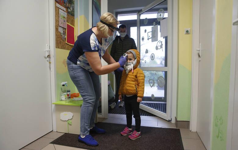 Od środy w Rzeszowie znów otwarte są publiczne przedszkola. Placówki przyjmują tylko dzieci, których rodzice muszą pracować i nie zapewnią im opieki