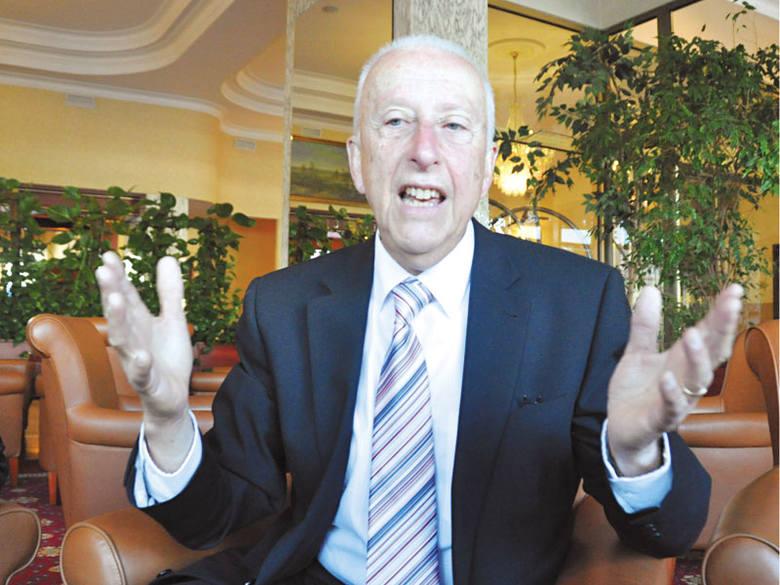 Colin Rose to brytyjski psycholog i światowy autorytet w dziedzinie przyspieszonego uczenia. Opracował nowoczesną metodę nauki języka angielskiego angażującą