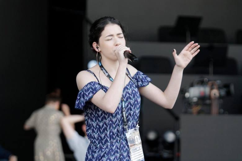 Pochodząca z Krapkowic Natalia Zastępa bardzo dobrze czuje się na deskach opolskiego amfiteatru.