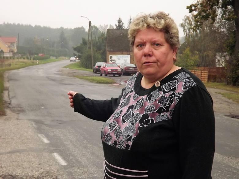 Na tym zakręcie na ludzi czyha jakieś fatum- mówi Elżbieta Kaleta, sołtys Miodnicy.- Sama miałam tu kiedyś wypadek