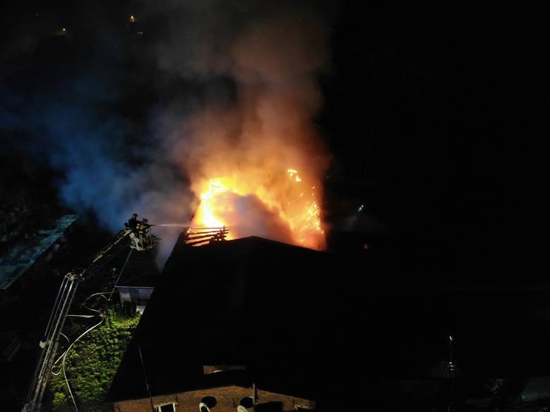 Dom Pomocowo-Opiekuńczy Ankar znajdował się w budynkach po dawnej gorzelni. Ogień zniszczył dużą część zabudowań. Przejdź dalej --->