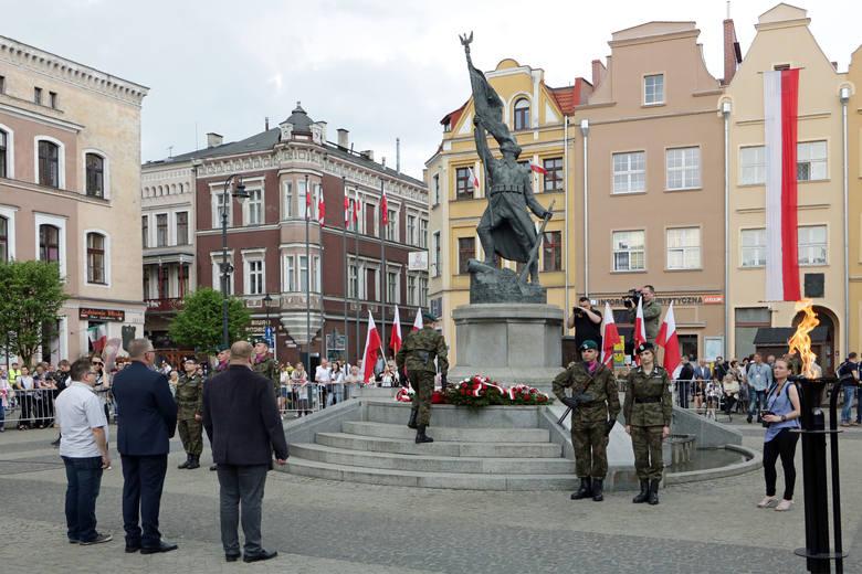 Mszą świętą w Bazylice rozpoczęły się dziś obchody 227. rocznicy uchwalenia Konstytucji 3 Maja. Nabożeństwo odbyło się z udziałem asysty wojskowej oraz