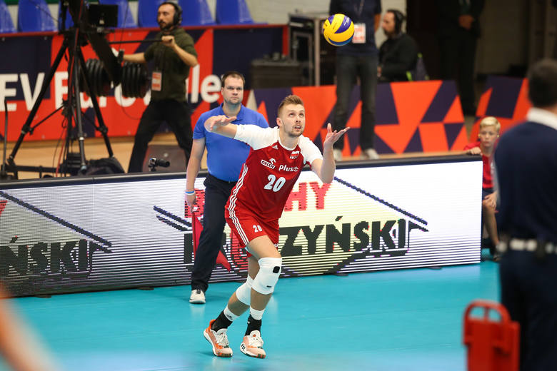 Polska - Ukraina siatkówka. Reprezentacja Polski nie dała szans Ukrainie w ostatnim meczu grupowym. W nieco ponad godzinę wygrali 3:0, a mniej więcej