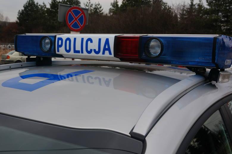 Kierowca potrącił kobietę na pasach
