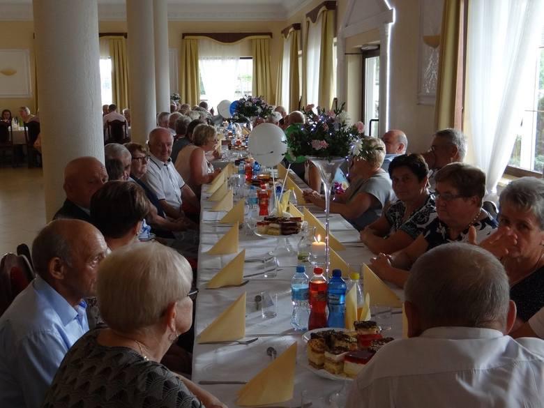"""150 seniorów i niepełnosprawnych wzięło udział w spotkaniu integracyjnym w restauracji """"Złota Kaczka"""" W Mirowszczyźnie"""