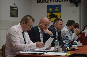 Gorąco było na sesji w Borzytuchomiu.