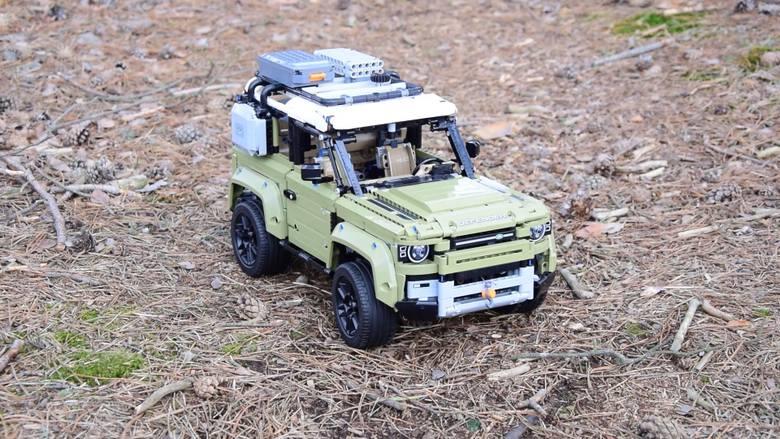 Land Rover Defender od LEGO Technic. Gratka dla fanów motoryzacji i nie tylko. 2573 elementy, kilka godzin składania, całe mnóstwo frajdy