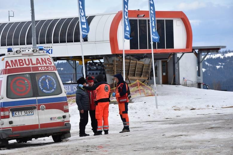 Wypadek w Bukowinie. W poniedziałek zerwany przez wiatr dach zabił trzy osoby