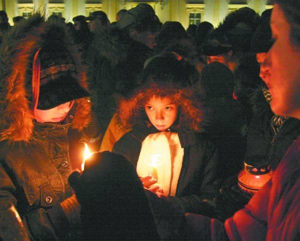Przy betlejemskim światełku zgromadziło się wielu białostoczan.