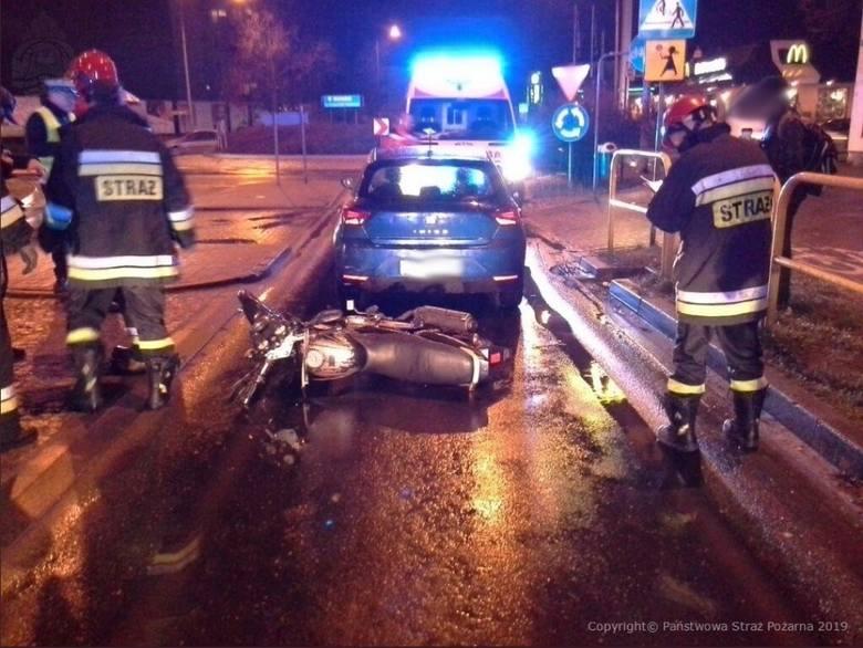 Jedna osoba została poszkodowana w wypadku, do którego doszło w Chojnicach. Na Rondzie Imienia 25-lecia NSZZ Solidarność zderzyły się samochód osobowy
