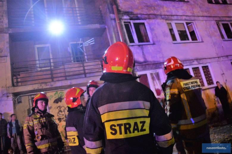 Pożar na Zazamczu we Włocławku. 2 osoby trafiły do szpitala [zdjęcia]