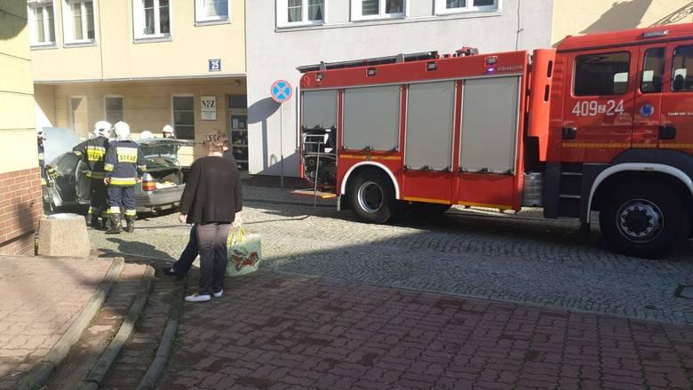 W środę przy ulicy Koszalińskiej w Karlinie doszło do pożaru samochodu osobowego.Zobacz także Szczecinek: Pożar w firmie OPAK