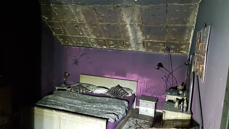 Do tego pożaru doszło w piątek 16 marca w Łapach przy ul. Surażskiej. Palił się budynek mieszkalny. Na miejsce zostały skierowane cztery zastępy straży