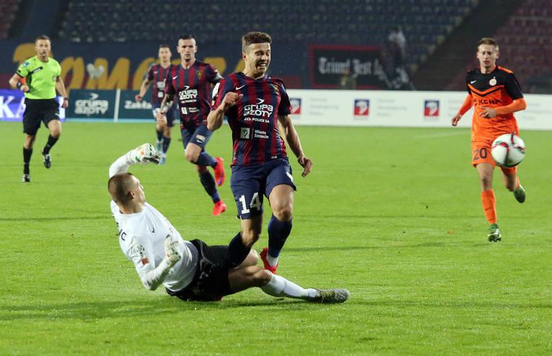 Miłosz Przybecki (nr 14) miał w końcówce piłkę meczową, ale piłka po jego strzale trafiła w słupek.