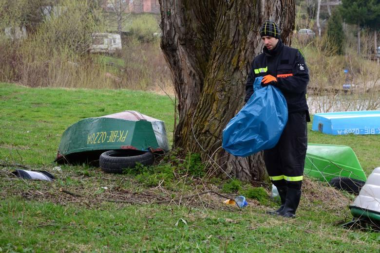 Oprócz wolontariuszy w akację zaangażowali się wędkarze z bieszczadzkich Kół wędkarskich, strażacy OSP, przedstawiciele władz. Organizatorem jest Zespół