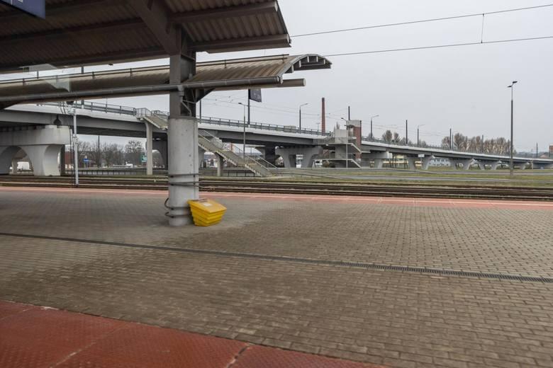 Pociąg relacji Bydgoszcz - Toruń. Po drodze stacje: Bydgoszcz Główna, Bydgoszcz Leśna, Bydgoszcz Bielawy, Bydgoszcz Wschód, Bydgoszcz Łęgnowo. Oto, co