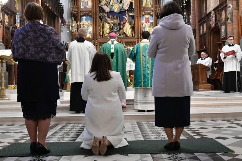 - Pani Justyna, jako osoba świecka, otwarła dom swojego życia na to właśnie światło Jezusa Chrystusa. Po długim przygotowaniu, zdecydowała się konsekrować