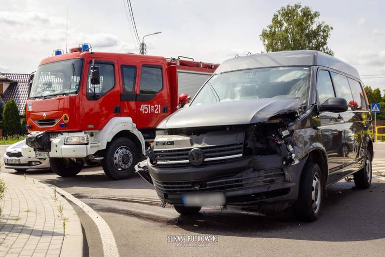 Po przybyciu na miejsce zdarzenia okazało się, że w wypadku udział toyota, dacia i volkswagen.Zdjęcia pochodzą z fanpejdża OSP Knyszyn