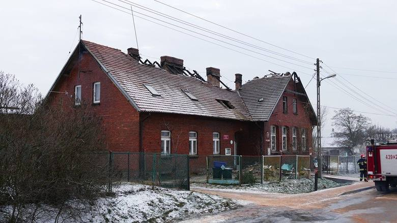 (pij)Do pożaru części mieszkalnej szkoły w Lipinkach w pow. wschowskim doszło w poniedziałek, 4 stycznia około godz. 2.30 w nocy.Na miejsce pojechało