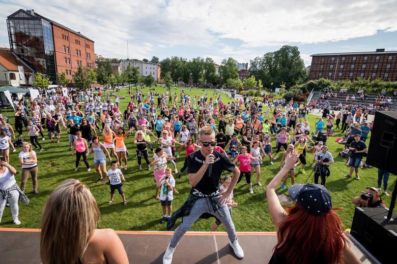Zumbę Kids w sobotę od 14.30 z choreografiami i konkursami dla dzieci poprowadzi Paweł Paczyński, organizator III Lato z Zumba Fitness w Bydgoszczy