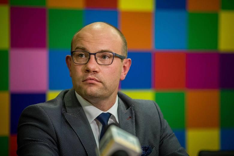Inna białostocka prokuratura badała też wątek ewentualnego niedopełniania obowiązków przez marszałek Artura Kosickiego (na zdjęciu). 10 lipca zorganizował