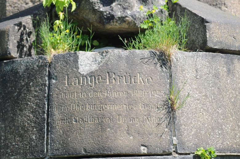 Ostatnio z Długiego Mostu ukradziono, wcześniej wycinając, kamienną figiurę