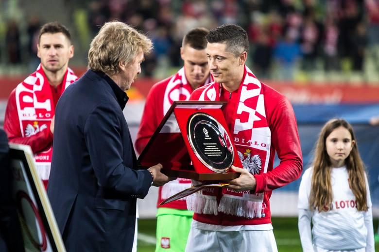 Z okazji 100-lecia powstania Polskiego Związku Piłki Nożnej kibice mogli wybierać najlepszych zawodników w historii reprezentacji Polski. Po uzupełnieniu