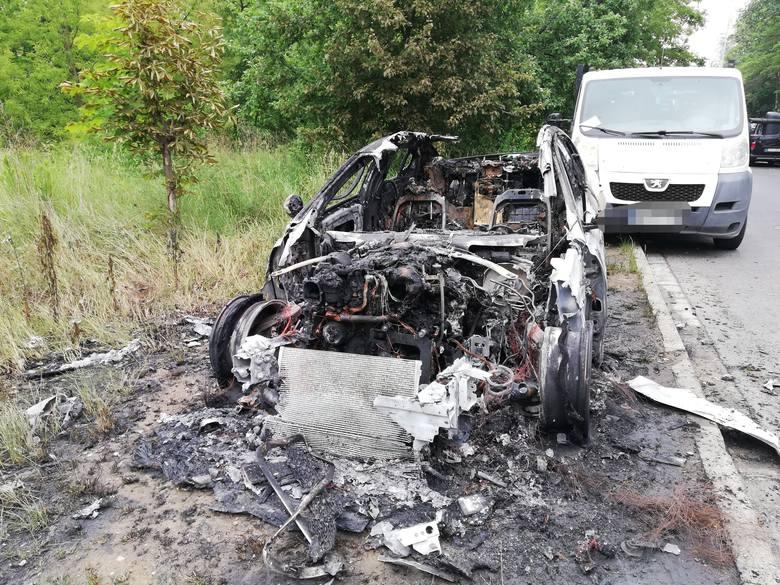 Spalony Jaguar XE