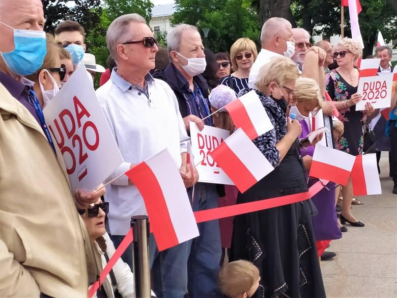 Kampania wyborcza w Lublinie. Wizyta prezydenta Dudy i Krzysztofa Bosaka, demonstracja LGBT na placu Litewskim