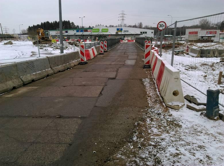 Budowa Trasy Niepodległości w Białymstoku trwa. Drogowcy rozpoczęli prace na skrzyżowaniu ulic Paderewskiego i Pułaskiego. Nadal obowiązuje tam ruch