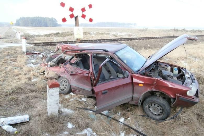 Pociąg relacji Grodno - Ełk uderzył w tył skody felicii. 10-latek zmarł w szpitalu