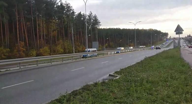 Policja eskortuje kibiców Legii Warszawa na stadion w Białymstoku