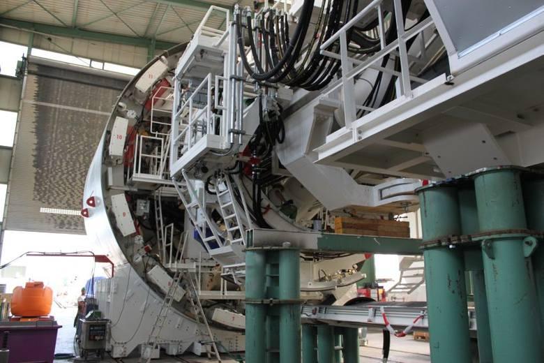 Niemiecka firma Herrenknecht AG to światowy potentat w produkcji urządzeń do wykonywania tuneli i innych skomplikowanych prac ziemnych. Do tej pory wykonała