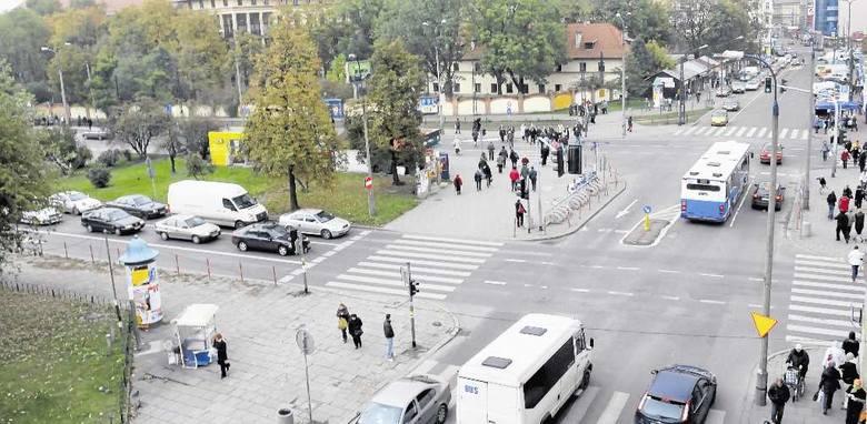 Skrzyżowanie al. Słowackiego z ul. Prądnicką i Długą to newralgiczne miejsce, gdzie kierowcy często grzęzną w korkach.
