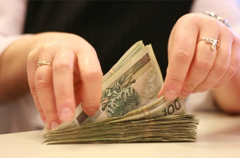 """Pół miliona złotych na """"trzynastki"""" dla urzędników"""
