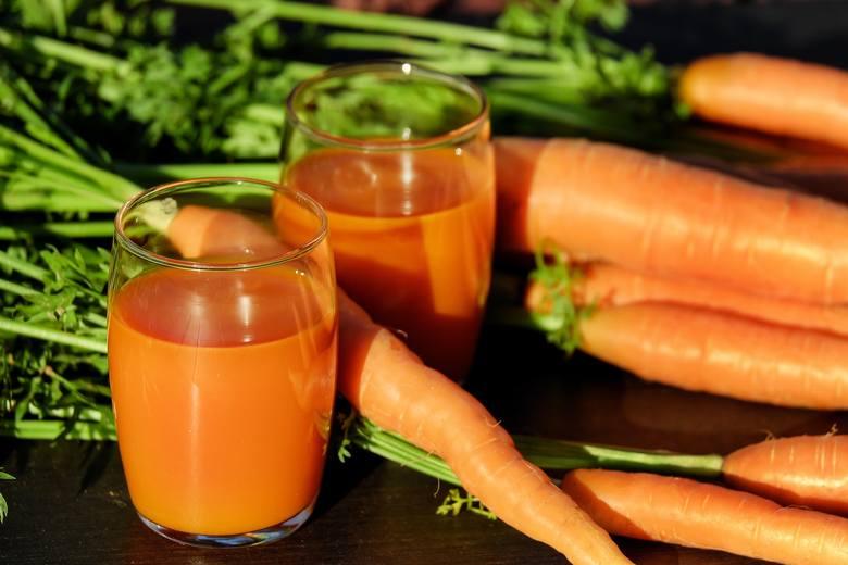 Sok marchwiowy to stały element diety dr Dąbrowskiej. Sok i dania z marchwi są polecany zwłaszcza na początku kuracji.