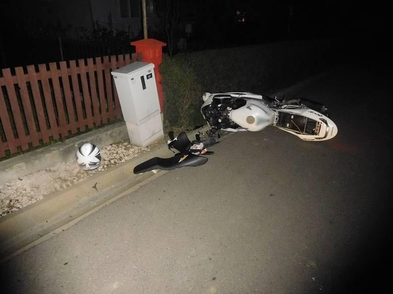 W niedzielę około godziny 3.00 dyżurny krośnieńskiej komendy otrzymał zgłoszenie o zdarzeniu drogowym z udziałem motocyklisty w Widaczu. Policjanci ustalili,