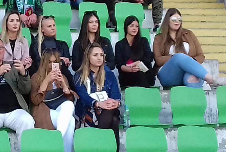 Piękne fanki futbolu na meczu Olimpia Grudziądz - Elana Toruń