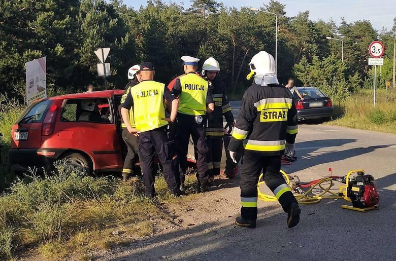 Dwa samochody zderzyły się we wtorek około godziny 18.30 na skrzyżowaniu ulic Przemysłowej i Perłowej w Nowinach.Więcej zdjęć na kolejnych slajdachWedług