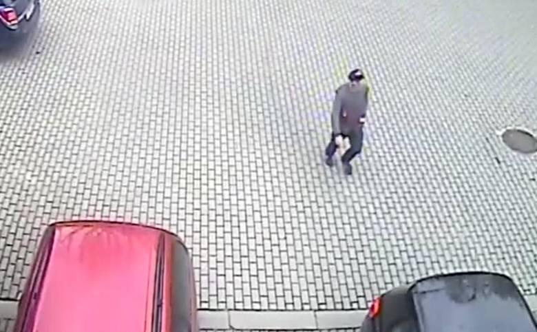 Złodziej ukradł laptopa z auta. Rozpoznajesz osobę z nagrania?