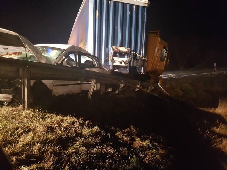 Na drodze krajowej nr 91 w Chełmnie kierujący volkswagenem passatem nie ustąpił pierwszeństwa przejazdu, czym doprowadził do zderzenia z renault magnum