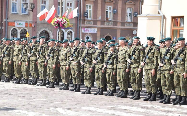 Na jarosławskim rynku, uroczystą przysięgę złożyli żołnierze Terytorialnej Służby Wojskowej. W uroczystościach wziął udział m.in. zastępca szefa MON