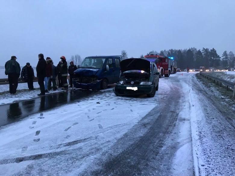 Wypadek na DK65. Dwie osoby zostały przetransportowane do szpitala.