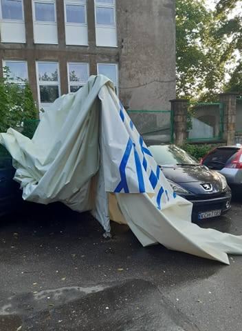 Zniszczony balon widokowy w Krakowie. Fragmenty czaszy wylądowały przy ul. Ludwinowskiej.
