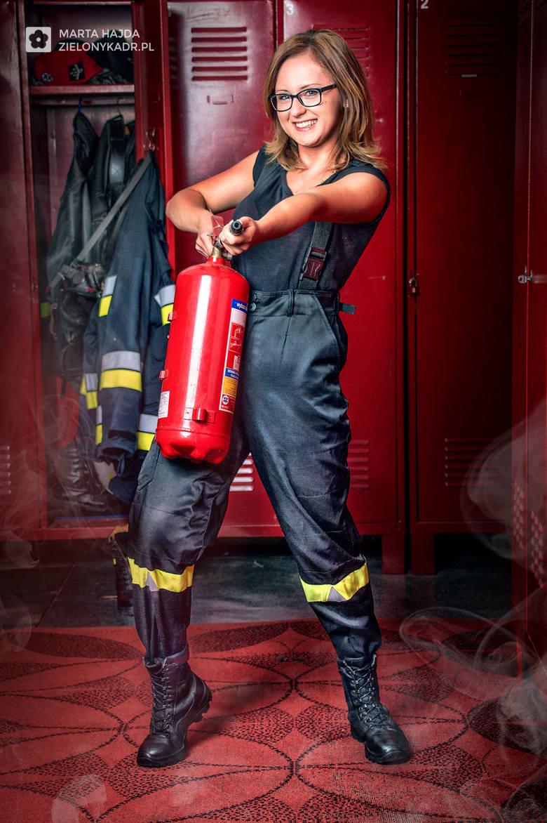 Wyjątkowy kalendarz z Chrzanowa, w rolę modelek wcieliły się... urodziwe strażaczki