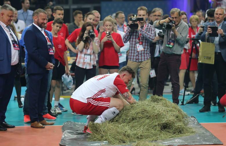 Podczas towarzyskiego meczu polskiej reprezentacji z drużyną Iranu w katowickim Spodku (3:0), oficjalnie z kadrą pożegnał się Krzysztof Ignaczak. Wieloletni