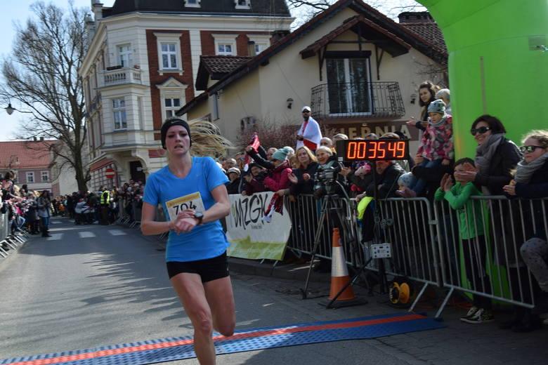 Bieg do Pustego Grobu to jedna z niewielu imprez biegowych, w których kobiety stanowią jedną trzecią biegaczy, zwykle w takich biegach pań jest znacznie mniej
