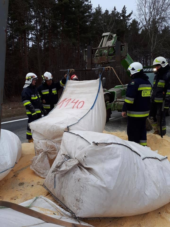 Do zdarzenia doszło w sobotę, 23 lutego. O godzinie 14:12 SKKP PSP w Sokółce otrzymało zgłoszenie o kolizji na drodze krajowej nr 8 w kierunku Augus
