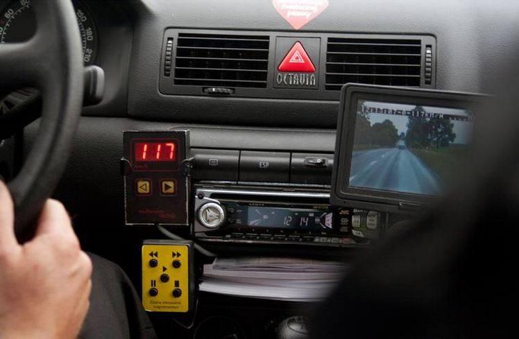 Złodzieje debiutanci - instrukcji włamania do auta szukali w sieci!